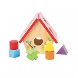 Drvena kućica s oblicima
